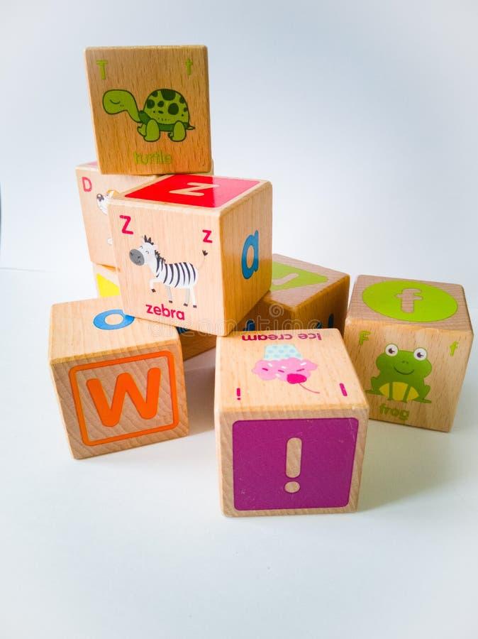 Bloques de madera en el fondo blanco foto de archivo libre de regalías