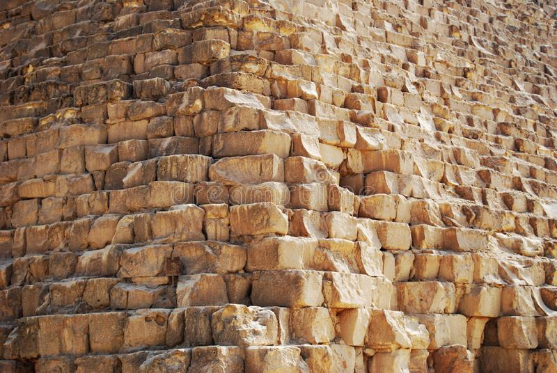 Bloques de piedra de la gran pirámide de Cheops en El Cairo, Egipto imágenes de archivo libres de regalías