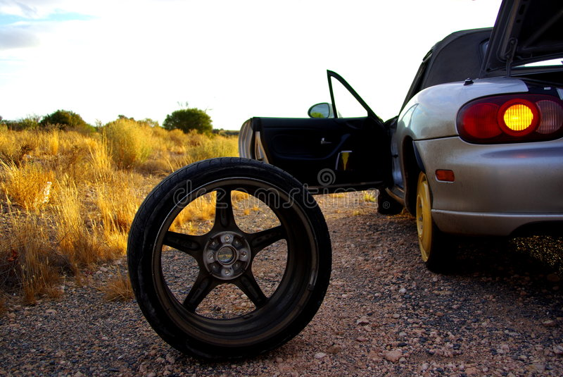 blowout desert tyre στοκ φωτογραφίες