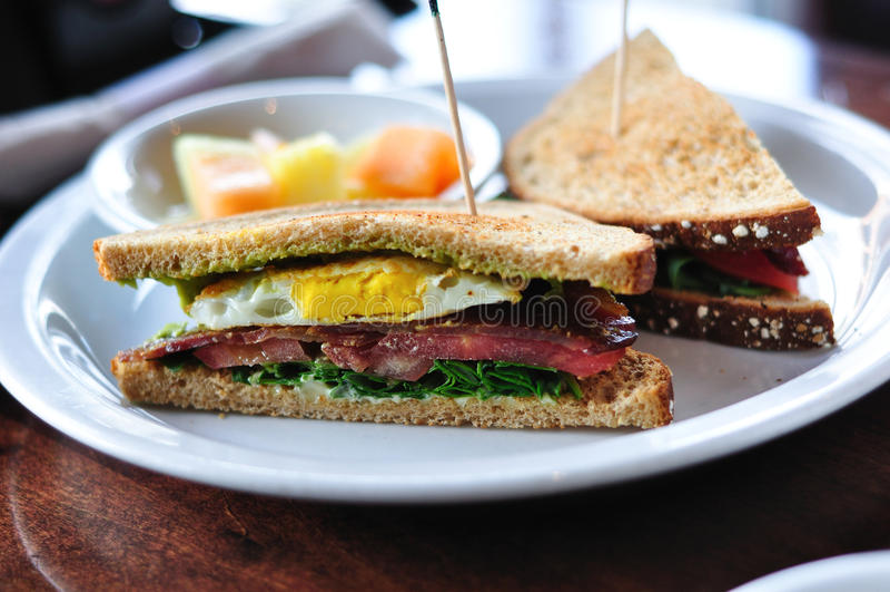 BLT e sanduíche do ovo foto de stock