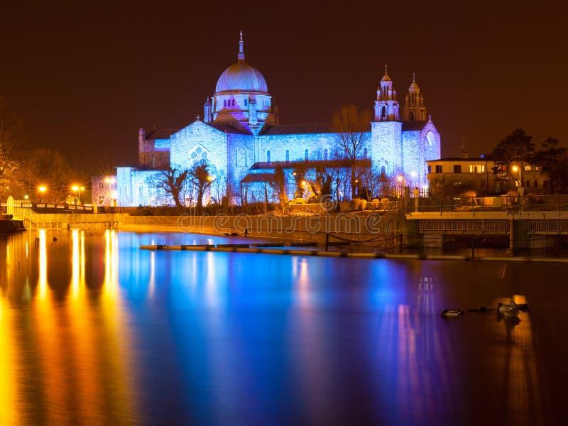 Blu acceso cattedrale di Galway fotografie stock libere da diritti