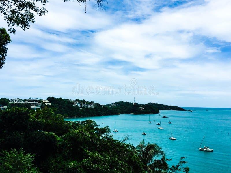 blu del mare con la barca fotografia stock libera da diritti