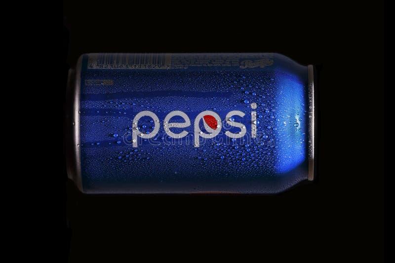 Blu, latta, pepsi-cola, fondo isolato e nero, marca, freddo, industria, popolare, rinfrescante, tendenza immagini stock