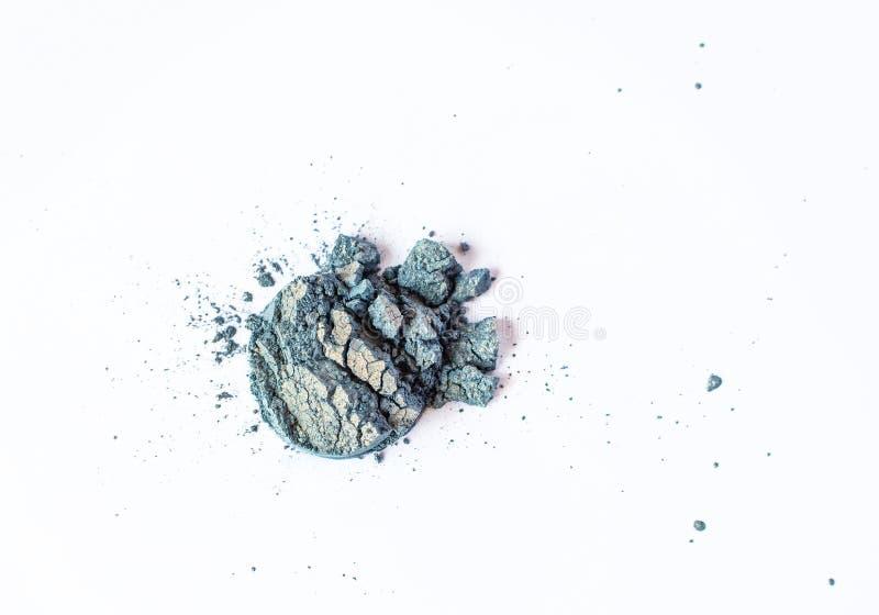 Blu naturale e pigmento del raso del duochrome colorato oro Polvere cosmetica sciolta Pigmento dell'ombretto isolato su un bianco fotografie stock libere da diritti