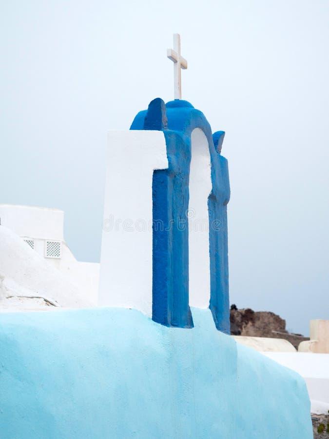 Blu superiore del tetto tradizionale della chiesa colorato immagini stock