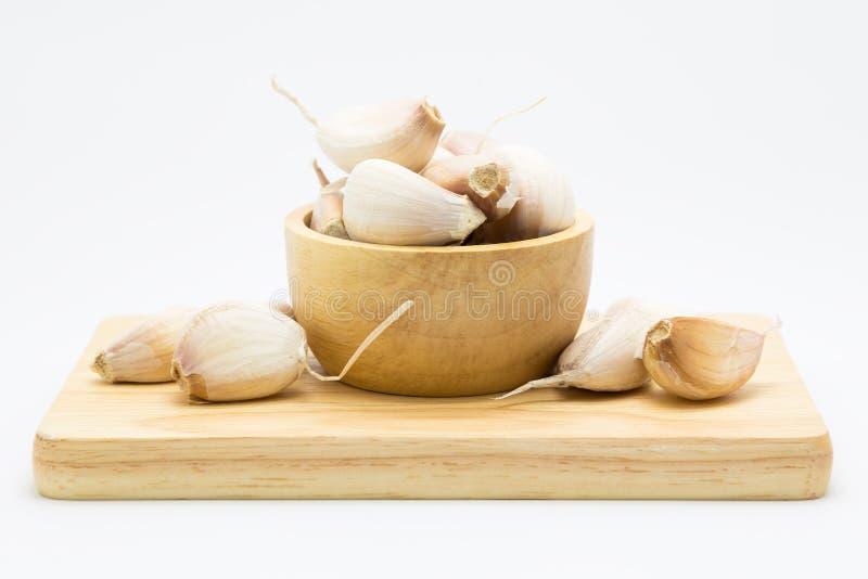 Blub fresco do alho na placa de madeira foto de stock