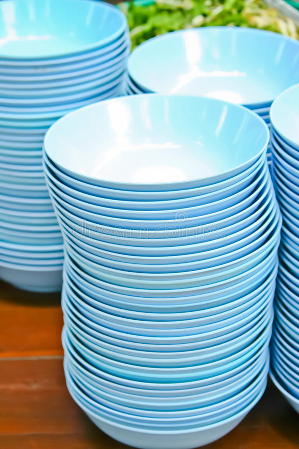 Free Blue Bowls On Table Royalty Free Stock Photos - 20941058