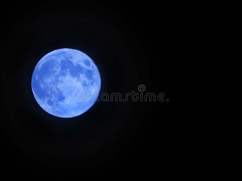 Blue Moon sieht im Mai 2019 aus stockfotos