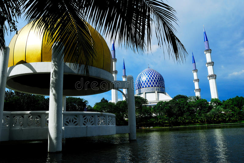 Download Blue Mosque editorial stock photo. Image of landmark - 25869758