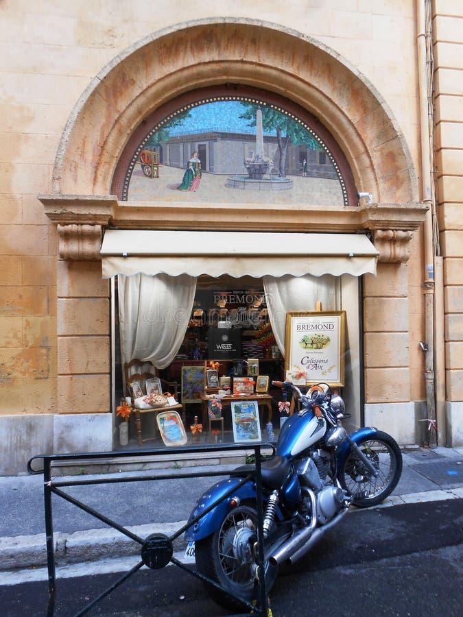 BLUE MOTORBIKE AND SOUVENIR SHOP, AIX EN PROVENCE, FRANCE royalty free stock images