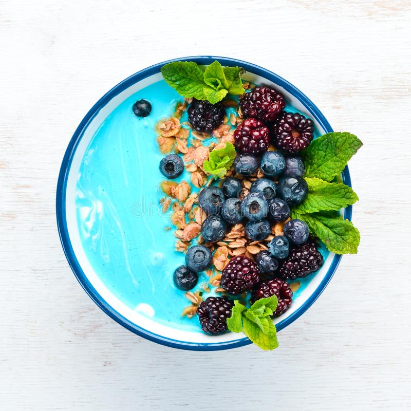 Free Blue Spirulina And Fresh Fruit Smoothie Bowl Topped With Blackberries, Blueberries, Granola And Yogurt. Breakfast. Royalty Free Stock Photography - 164633807