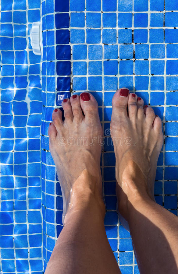 Free Blue Swimming Pool Water Rippled Detail Royalty Free Stock Images - 77844979