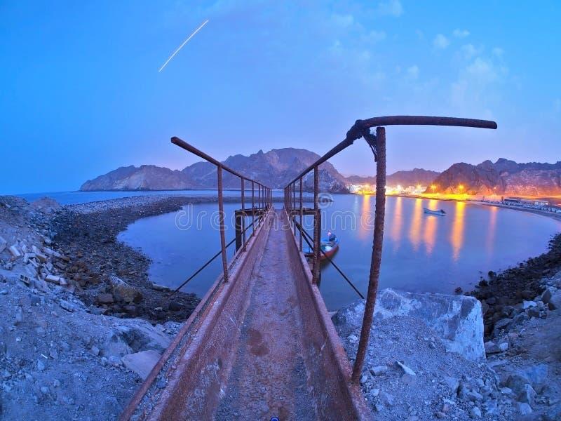 Bluehour bei Muscat stockfotos