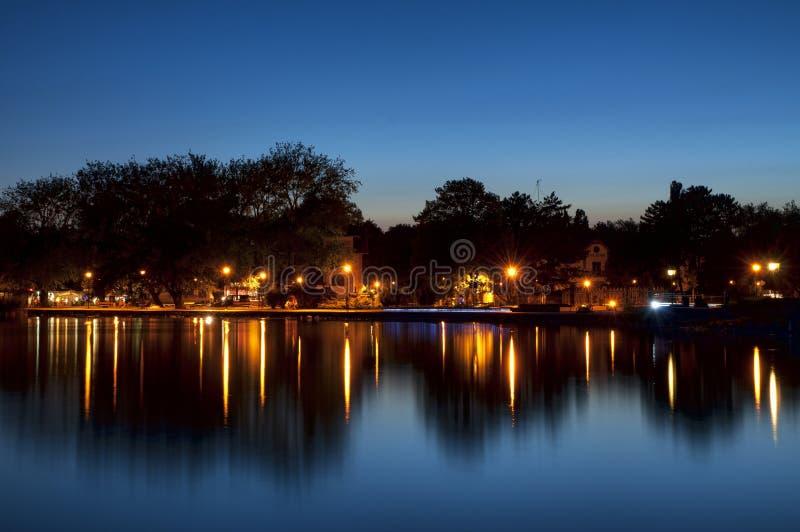 Bluehour på sjön Balaton arkivfoto