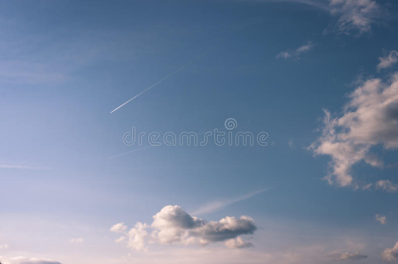 bluen clouds skyen bluen clouds skyen royaltyfri bild