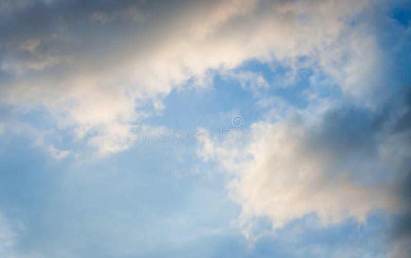 bluen clouds skyen bluen clouds skyen fotografering för bildbyråer