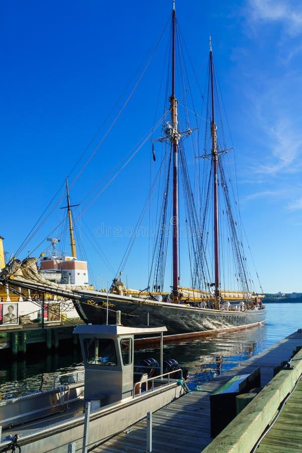 Bluenose ΙΙ που αλιεύει schooner, στο Χάλιφαξ στοκ εικόνες με δικαίωμα ελεύθερης χρήσης