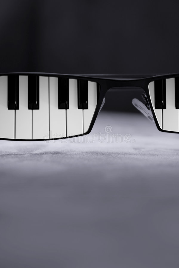 Free Blues Glasses Stock Images - 7178504