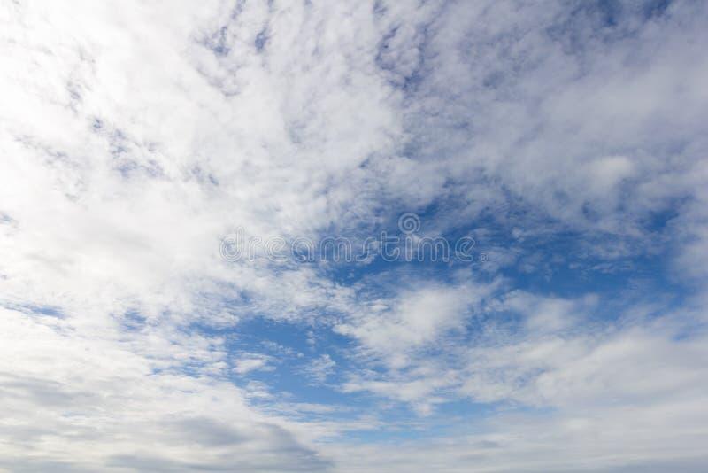Bluesky和更多云彩 库存照片