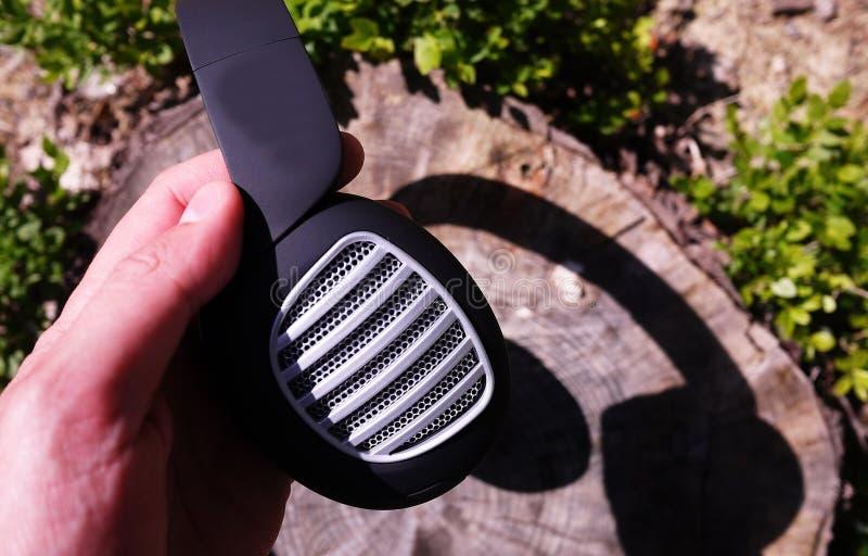 Bluetooth-hoofdtelefoons voor het luisteren aan muziek Mooi modern ontwerp Details en close-up stock foto
