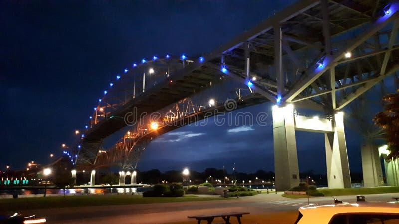 Bluewater桥梁在晚上 库存照片