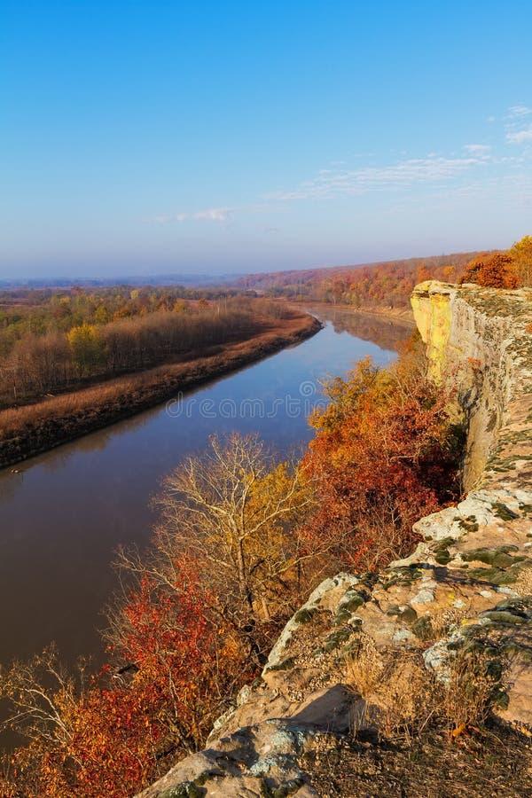 Bluff die Osage-Rivier in de Herfst overzien royalty-vrije stock afbeeldingen