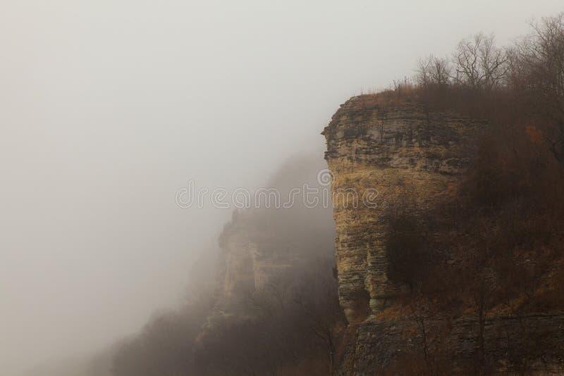 Bluff sul fiume Mississippi nebbioso fotografia stock