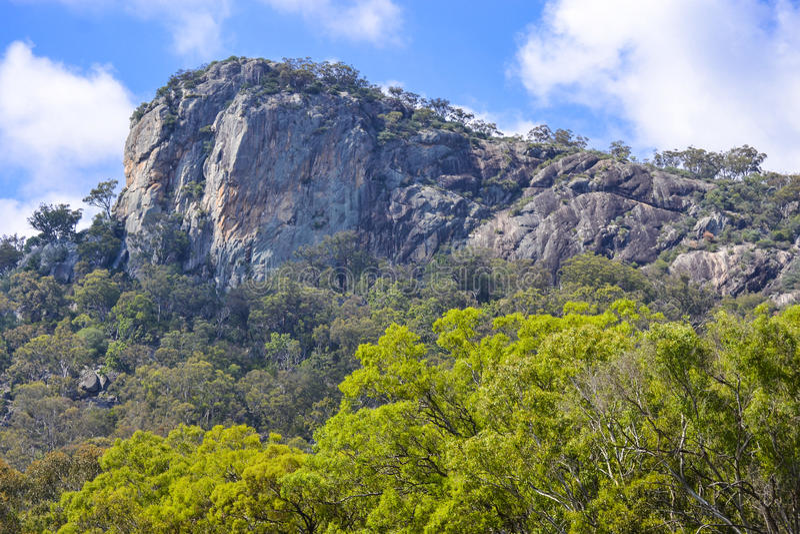 Bluffen vaggar granitutlöparen, Tenterfield, New South Wales australasian arkivfoton