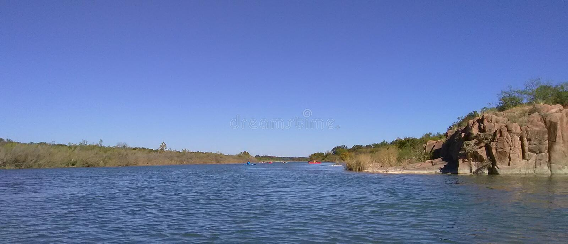 Bluffs sur la rivière de Llano photo stock