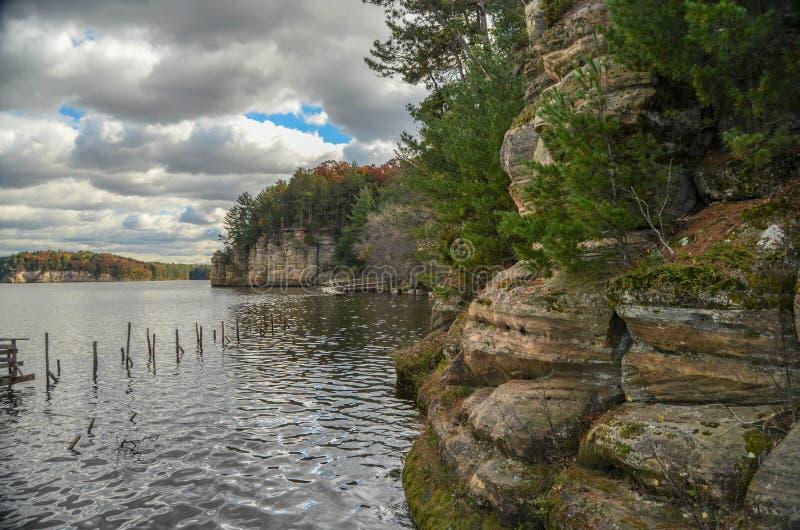Bluffs sur la rivière Wisconsin photographie stock