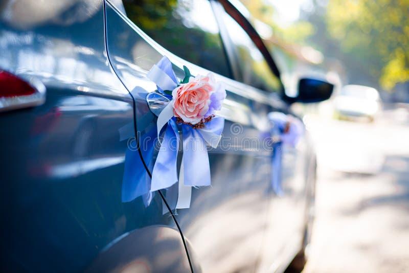 Blume auf dem Auto stockfotos