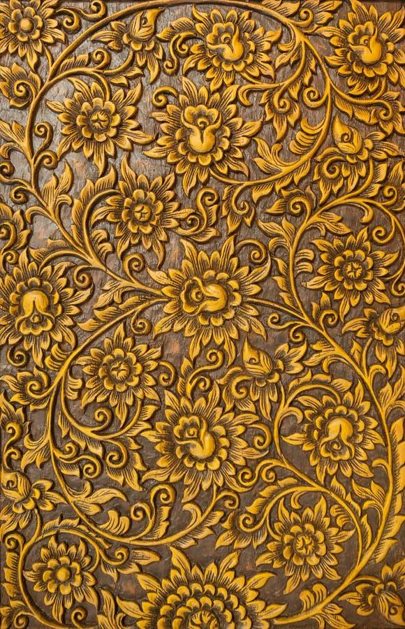Blume geschnitzt auf Holz lizenzfreies stockfoto