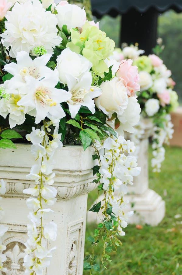 Blume im Hochzeitsempfang lizenzfreie stockfotos