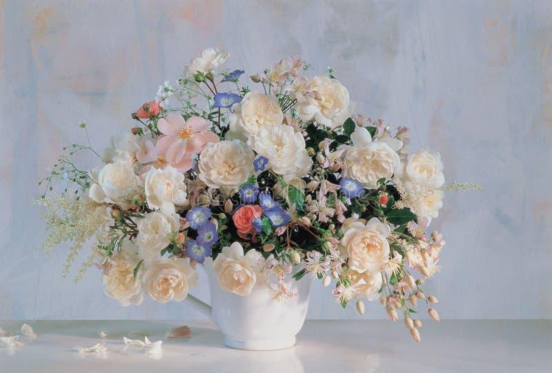 Blume und Cup lizenzfreie stockbilder