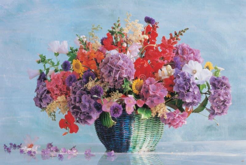 Blume und Tabelle stockfoto