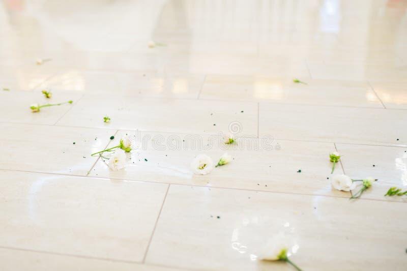 Blumen auf Boden stockbild