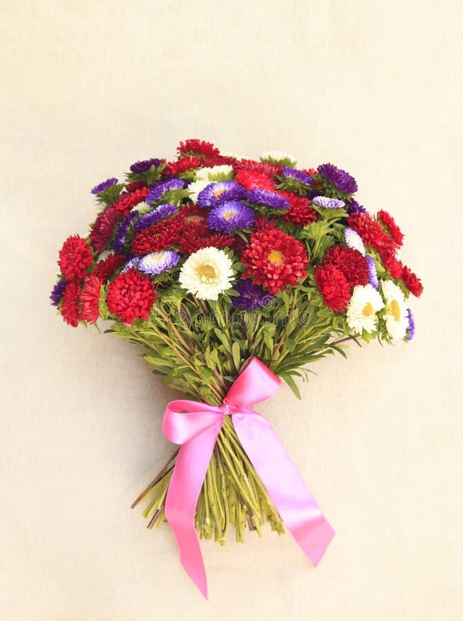Download Blumen-Blumenstrauß stockbild. Bild von beschreibend - 26351839