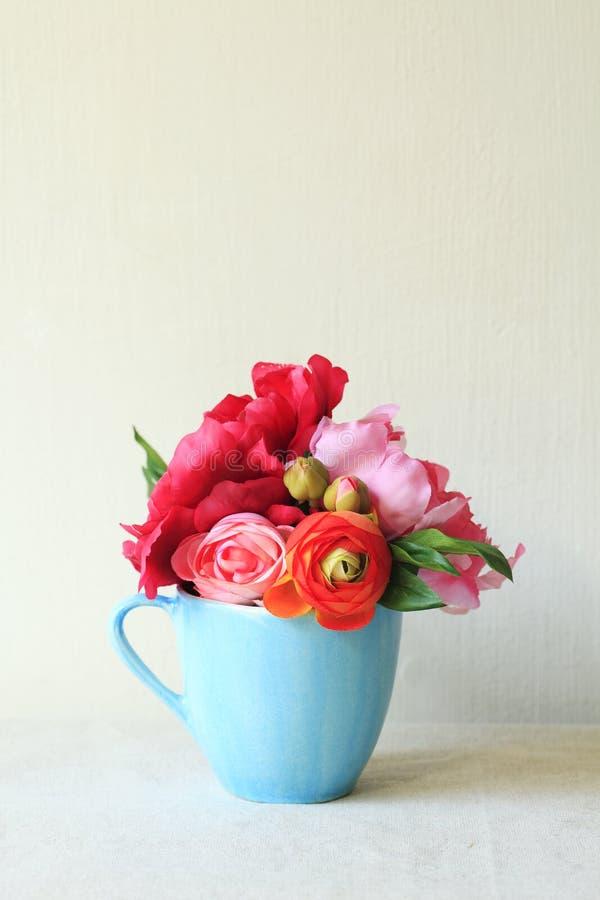 Download Blumen-Blumenstrauß stockfoto. Bild von gelb, fotographie - 26351844