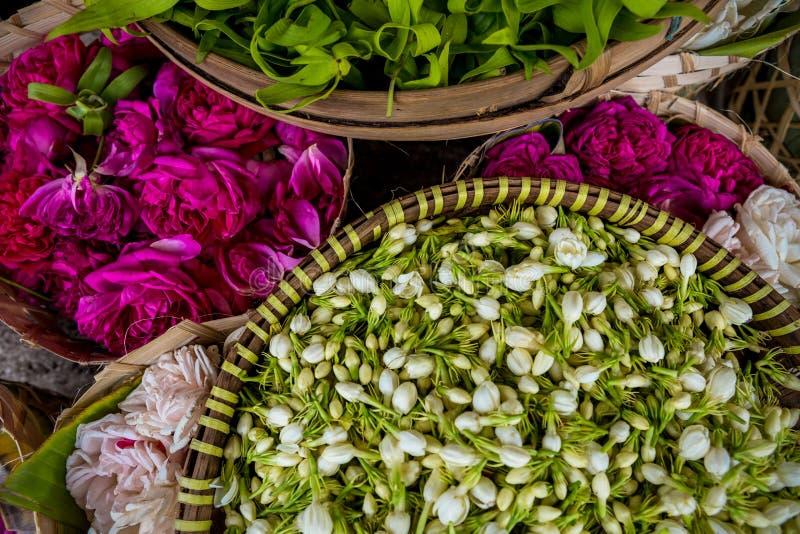 Blumen für traditionelle hindische Angebote lizenzfreies stockfoto