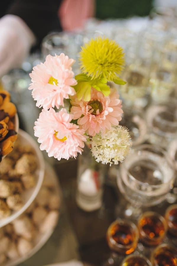 Blumen im Vase lizenzfreie stockfotos