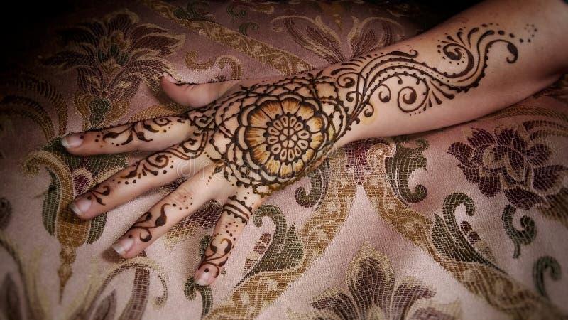 Blumen-Mandala Henna Hand lizenzfreie stockfotografie