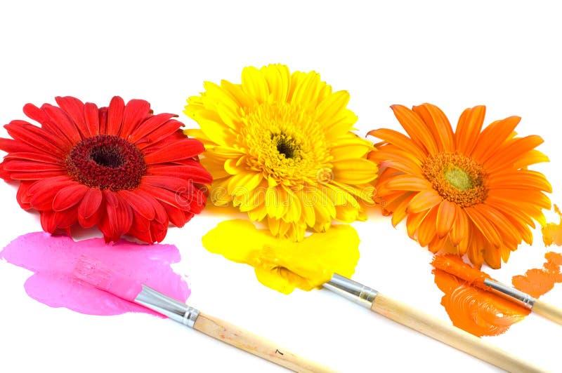 Blumen, Pinsel und Lacke stockfotografie