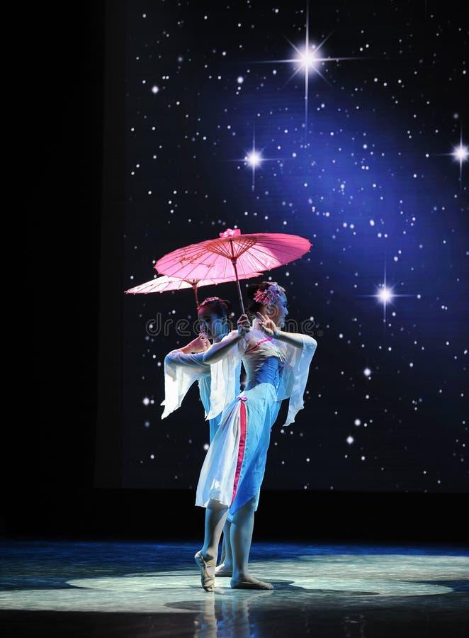 Blumen-Regenschirm-nationaler Tanz stockfotos