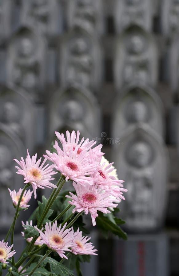 Blumen am shintoistischen Schrein lizenzfreies stockfoto