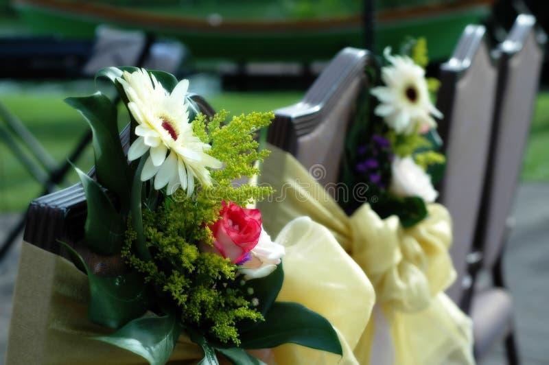 Blumen-Stuhl stockbild. Bild von straße, hochzeit, weiß - 2711349