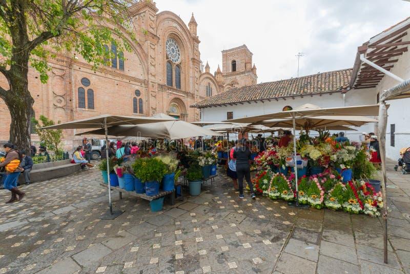 Blumen vermarkten in Cuenca Ecuador lizenzfreies stockbild