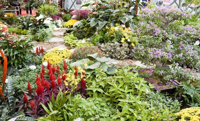 Blumen verzieren lizenzfreies stockbild