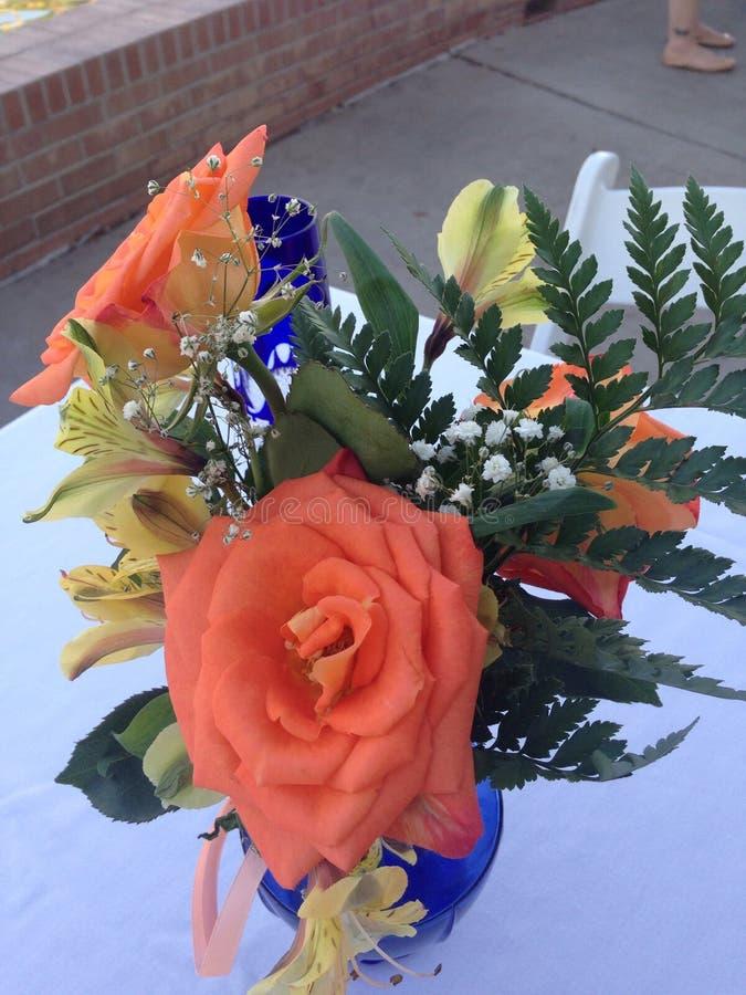 Blumenblumenstrauß-Hochzeitsmittelstück stockfotos