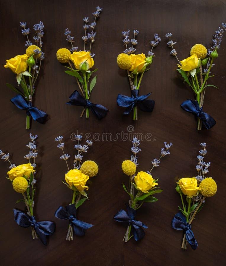 Blumendekor für Hochzeitszeremonie stockfotografie