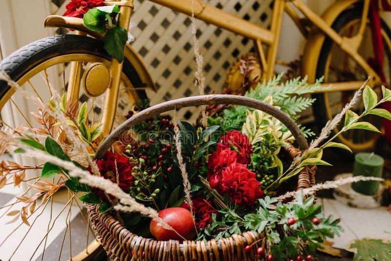 Blumendekoration der ursprünglichen Hochzeit Herbstdekoration, Dekoration lizenzfreie stockfotos